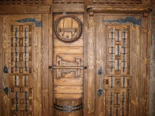 Двери из дерева - это прочность и солидность