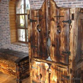 Практичность мебели под старину